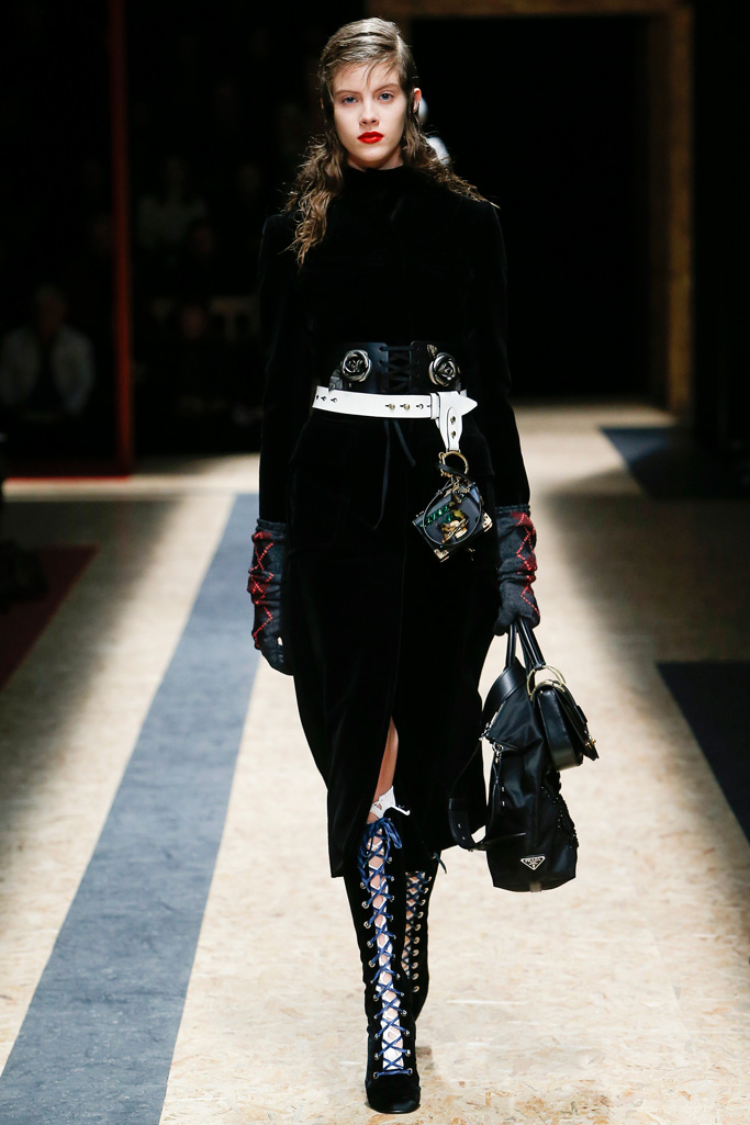 Prada_fall_winter_2016_2017_collection_Milan_Fashion_Week2